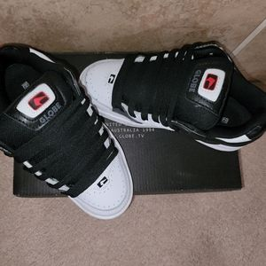 Glob Tilt Shoe